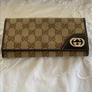 Gucci Authentic GG Wallet